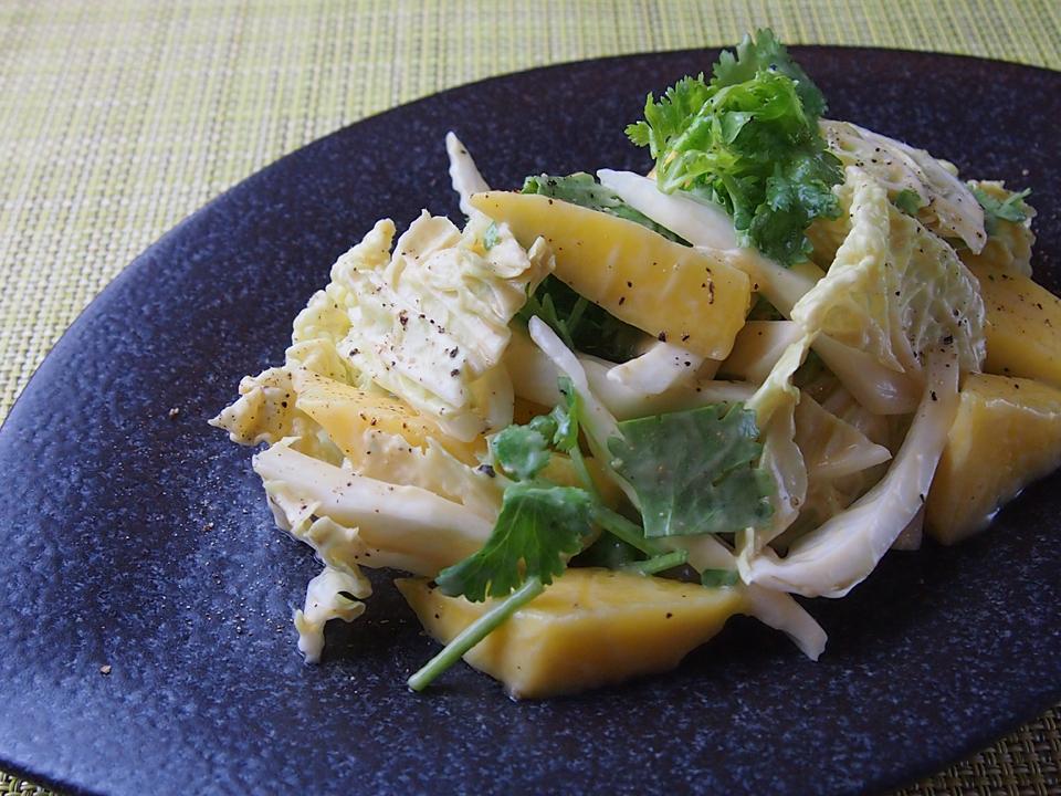 マンゴーと白菜のスパイシーサラダ